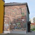 Mural na ścianie biblioteki w Krapkowicach